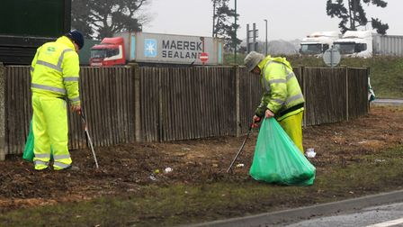Council workers picking up litter on the A12. Pictire: ARCHANT LIBRARY
