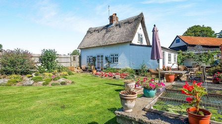 Elm Tree Cottage is a detached home in Farnham, near Saxmundham, available from Abbotts in Haleswort