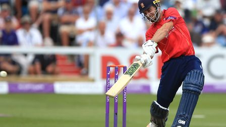 Essex's Ryan ten Doeschate made a half-century, but his departure turned the game in favour of Somer