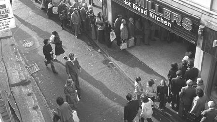 Bread strike queue at Don Millersin Norwich in November 1978. Picture: ARCHANT LIBRARY
