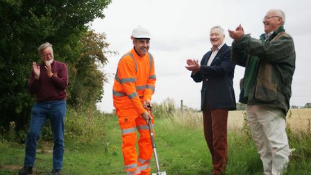 Rob Patten from TES cuts the first sod watched by Middy Vice Chairman Ian Meigh, Middy President Ton