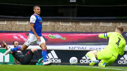 Kayden Jackson is just beaten to the ball by Bolton keeper Ben Alnwick early in the game. Picture