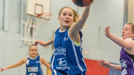 Esther Little set a club record with an incredible 33 rebounds against Oxford. Picture: PAVEL KRICKA