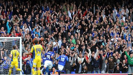 In 2010, the Blues beat Leeds Unied 2-1 at Portman Road