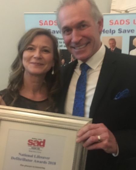 Lisa Perry receives her national life-saving award from Dr. Hilary Jones Picture: TERRY HUNT