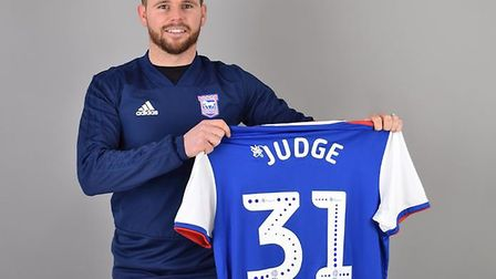 Alan Judge has signed for Ipswich Town until the end of the season, with the club holding the option