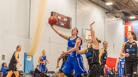 Ipswich's Charlotte Readhead breaks through the Solent defence to make the lay-up. Picture: PAVEL KR