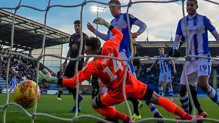 Tom Eastman beats Mansfield Town keeper Jordan Smith to give the U's an early lead, during Saturday'