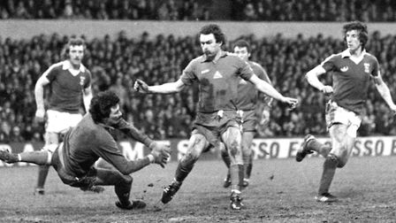 Paul Mariner nets as the Blues beat Hartlepool 4-1 in the FA Cup fourth round in 1978, with Kevin Be