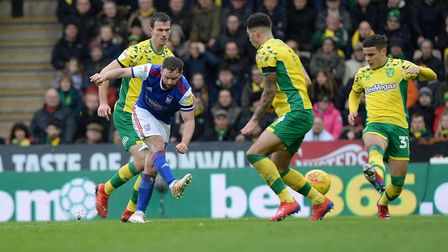 Alan Judge with a first half shot at Norwich Picture Pagepix