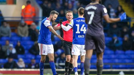 Captain Cole Skuse and Will Keane complain to referee Oliver Langford, claiming Keane was fouled in