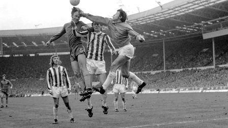 Stoke City goalkeeper Gordon Banks (r) tries to punch clear from Chelsea's John Dempsey (second left
