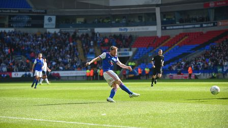 Alan Judge shooting at the goalkeeper during the first half at Bolton. Photo: Pagepix