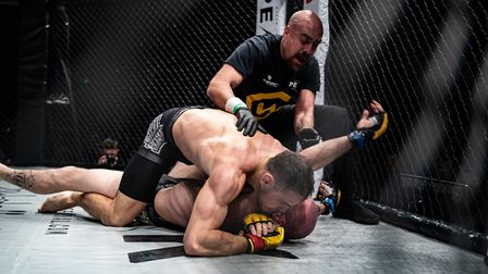 Craig Edwards secures the tap from an arm triangle to beat Scott Butters in the Battle of Anglia at