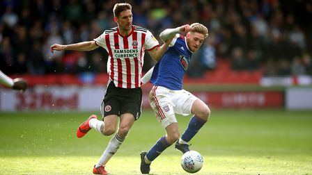 Sheffield United's Chris Basham (left) and Ipswich Town's Teddy Bishop (right) battle for the ball d