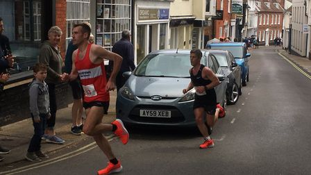 Ben Carpendale has a narrow lead over Matt Spencer on his way to victory at the Woodbridge 10K road