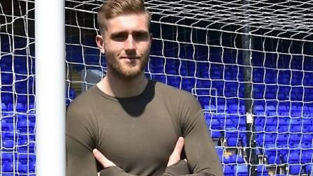 Goalkeeper Tomas Holy will sign a two-year deal with Ipswich Town when his contract at Gillingham ex