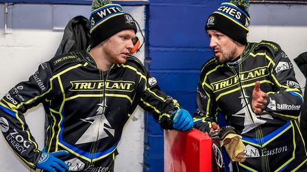 Cameron Heeps and Danny King in discussion in the pits. Picture: Steve Waller www.stephenwalle