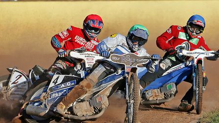Kim Jansson holds off Peterborough pair, Sam Ermolenko and Henning Bager. Kim was a big Foxhall favo