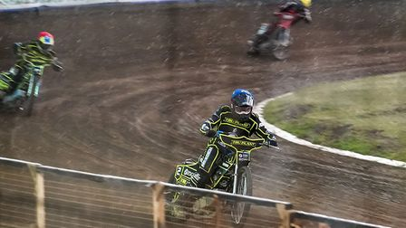 Cameron Heeps and Chris Harris on their way to a big 5-1 in the rain, in heat six against Wolves.