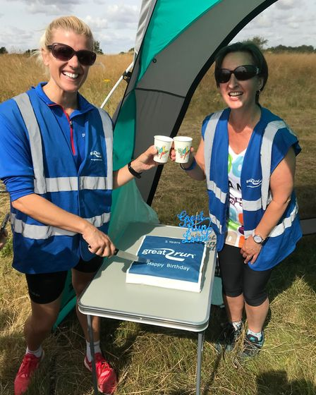 Jane Samkin and Saff Bray cutting the Great Run Local Southwold fifth anniversary cake. Picture: COL