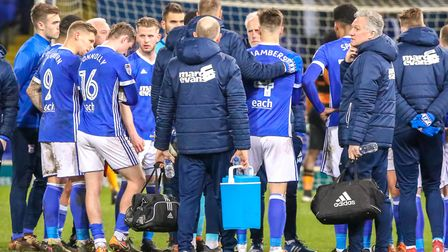 Mick McCarthy spoke to his players on the pitch following a 3-0 home defeat to Hull in March 2018. P
