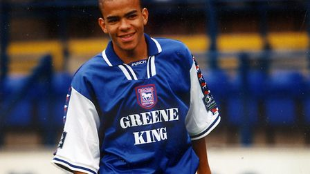 """Michael Owen has praised Kieron Dyer's charitable side in his new book """"My Life, My Time"""" according"""