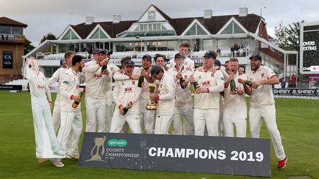 Essex Ryan ten Doeschate celebrates with the trophy after the Specsavers County Championship, Divisi