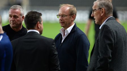 Marcus Evans (second right) talks to Paul Lambert, Lee O'Neill and Terry Butcher ahead of the recent