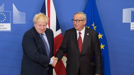 MPs are preparing for Saturday's debate after the agreement between Prime Minister Boris Johnson (le