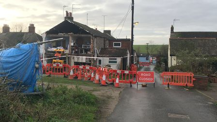 A house in Keessingland has partially collapsed after a fire caused by an exploding tumble dryer. Pi