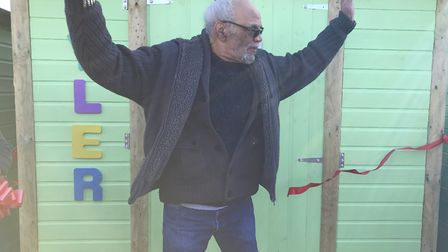 Actor Paul Barber cut the ribbon at Tyler's beach hut. Picture: Ella Wilkinson