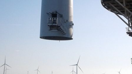 The tower of the final turbine being installed on East Anglia ONE Picture: SIEMENS GAMESA