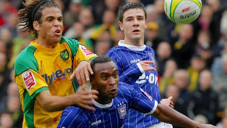 Former Norwich midfielder Darel Russell has been discussing a potential move to Ipswich Town in 2001