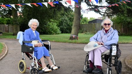 Wynnie Dunger, 102, joined Joan Rich, 101, on a lap of Allenby Park in Felixstowe in support of the