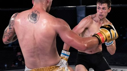 Dean Pattinson, right, on his way to victory over Charlie O'Neill in the Contenders 30 main event Pi