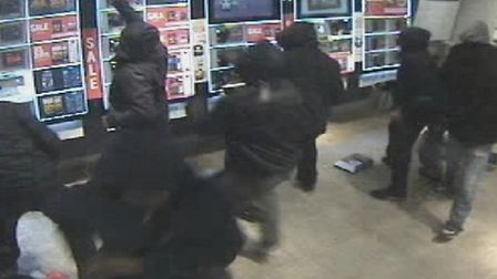 Footage shows a gang of youths ripping phones and ipads from the wall of Carphone Warehouse in Stati