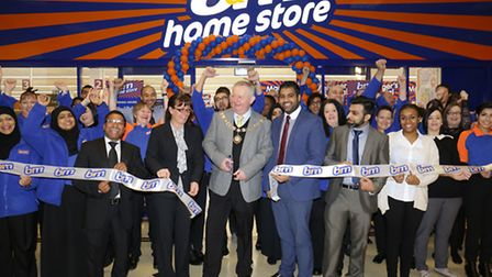 Mayor Cllr Simon Bremner and manager Himi Majevadia open the store