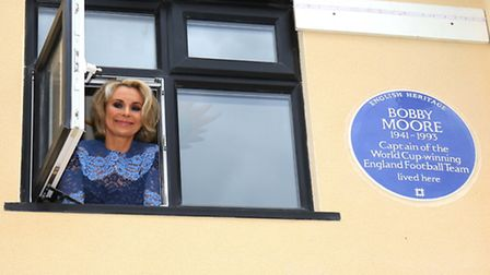 Roberta Moore with the blue plaque