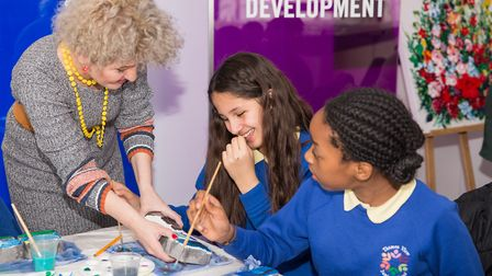 Artist Laura Iosifescu helps pupils from Thames View Junior School with their artwork Picture:Daura