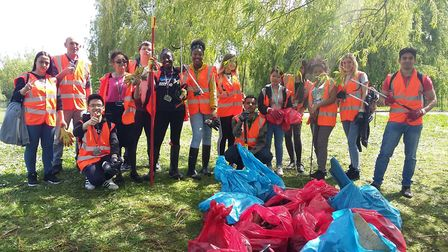 Barking and Dagenham College students gave up their bank holiday to clean the lakes in Mayesbrook Pa