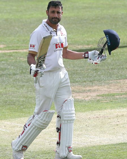Ravi Bopara of Essex acknowledges the crowd after reaching his century (pic Gavin Ellis/TGS Photo)
