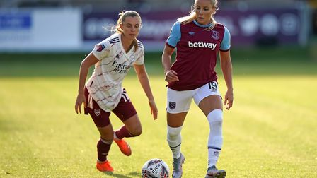 Arsenal's Noelle Maritz (left) and West Ham United's Adriana Leon battle for the ball during the Bar