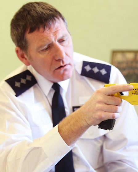 Tower Hamlets police officers will be armed with taser guns from next month to tackle violent crimin