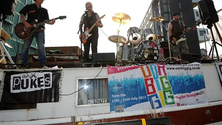 Dogtown Rebels perform on Regents Canal
