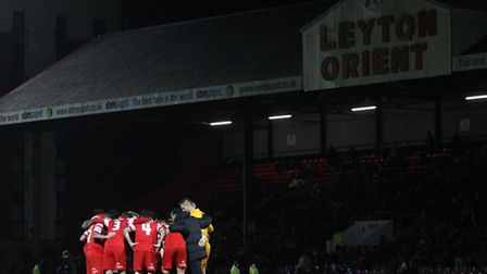 Orient players huddle on the pitch at Brisbane Road (pic: Gavin Ellis/TGSPHOTO)