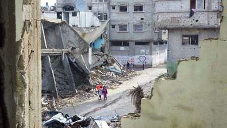 Life carries on in war-torn Gaza city
