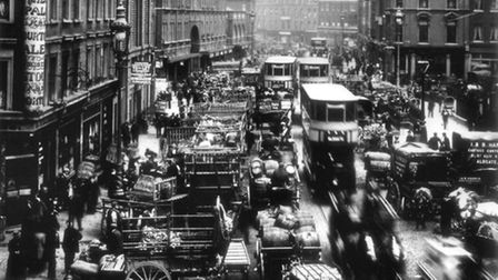 1907: Edwardian traffic jam with horse-carriages, motor-vans and electric trams in Commecial-street,
