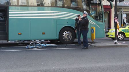The crumpled bike under the coach in Whitechapel Road[photo: Twitter@Hackneycyclist[