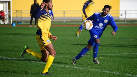 Sporting Bengal in action against Barkingside (Pic: Tim Edwards)